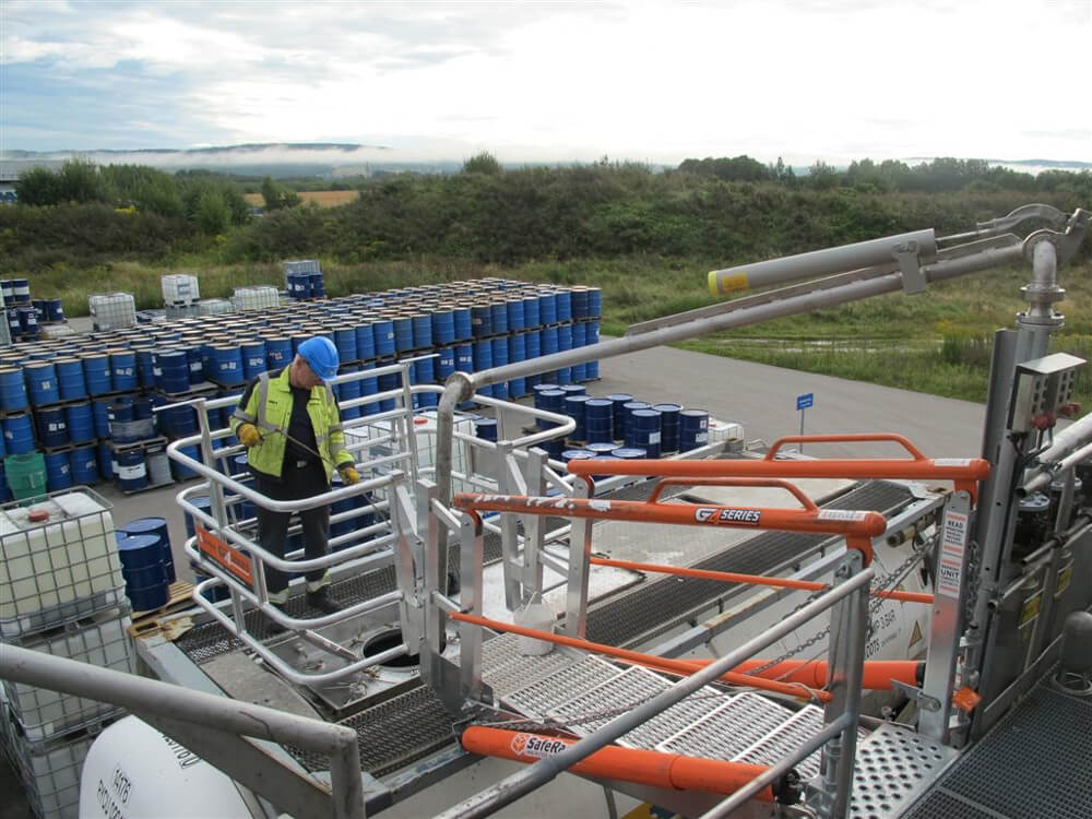 Truck Loading Gangway with Fall Protection and Loading Arm