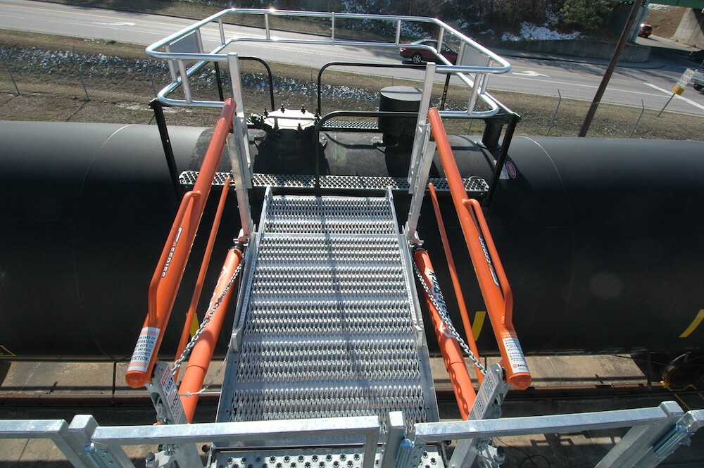 Railcar Gangway & Cage for Fall Protection